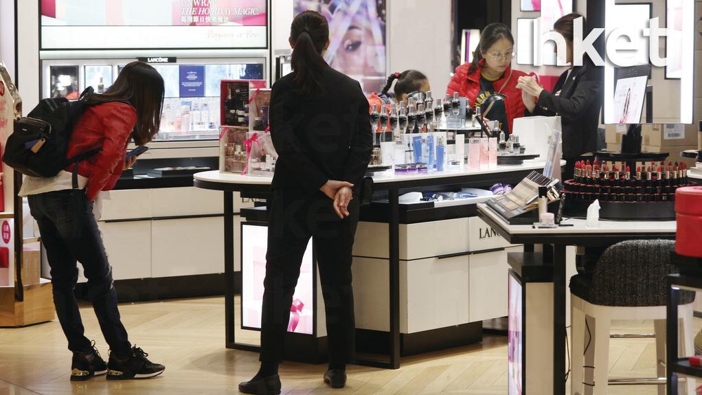 本港零售總銷貨價值連跌9個月,大部份行業均錄得跌幅。(車耀開攝)