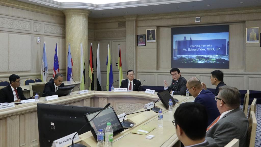 商務及經濟發展局局長邱騰華上月25日率領由商界、專業服務人士及初創企業代表組成的代表團訪問馬來西亞吉隆坡,並與馬來西亞財政部長林冠英會面。(政府新聞處圖片)