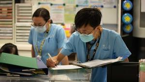 多名公立醫院抗疫醫護獲政府嘉許 內科主管加入Dirty team前線抗疫