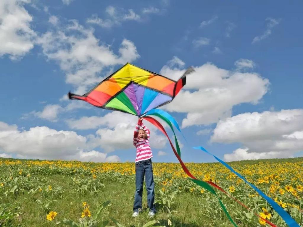 俗話說:「九月九,風吹(風箏)滿天嘯。」這是形容重陽以後,風箏滿天飛的情形,而這個習俗也有祈福、去晦氣的意涵。