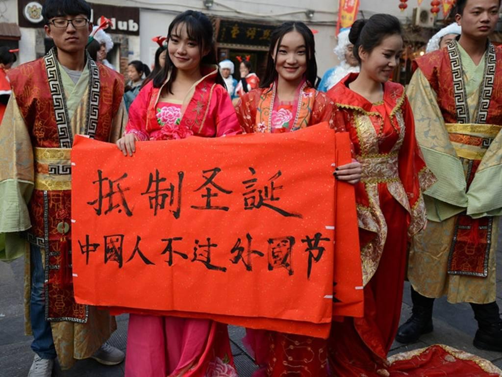 內地社會對中國人應否慶祝聖誕,仍然存在不少議論。